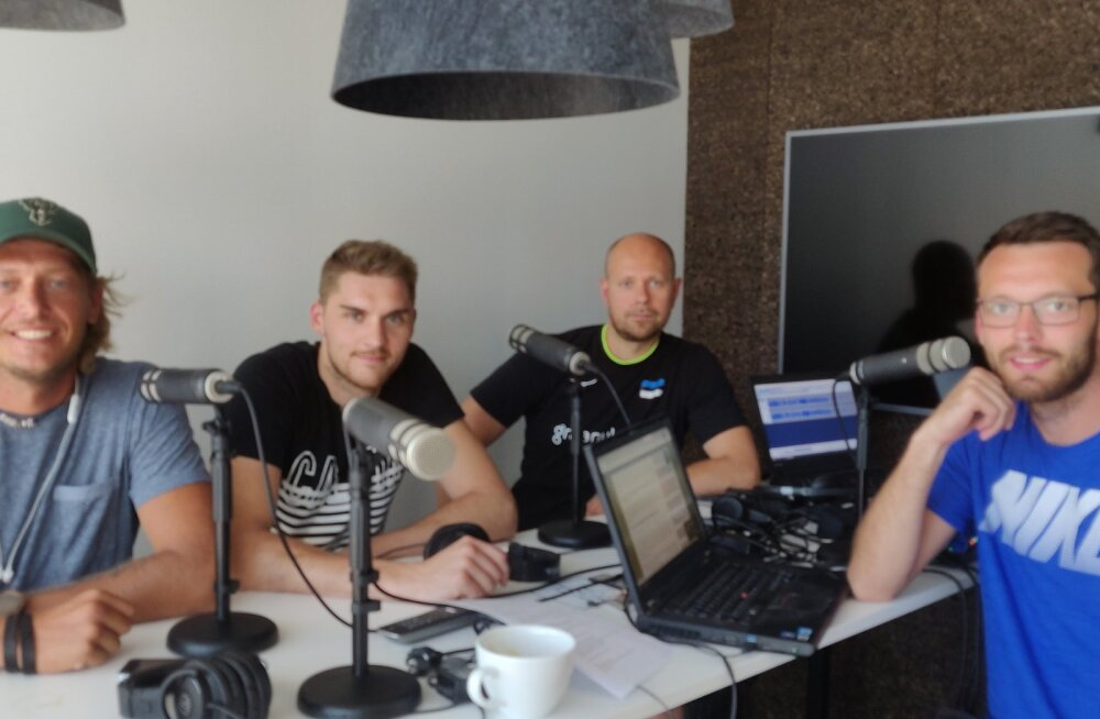 Rivo Vesik, Renee Teppan, Alar Rikberg ja Karl Rinaldo Manta maja stuudios.