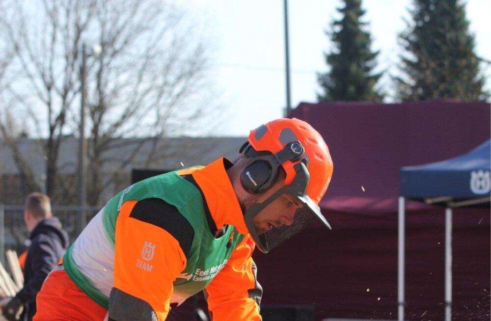 Kevadkarika võitja Helvis Koort võistlustules. Käimas on kombineeritud järkamine.