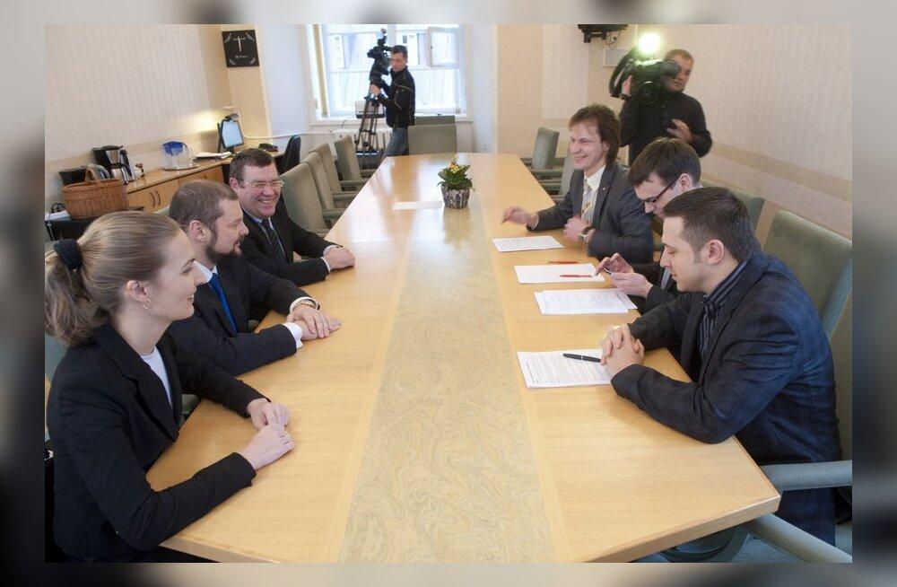 Sotsid ja Vene Erakond Eestis allkirjastavad ühinemislepingu
