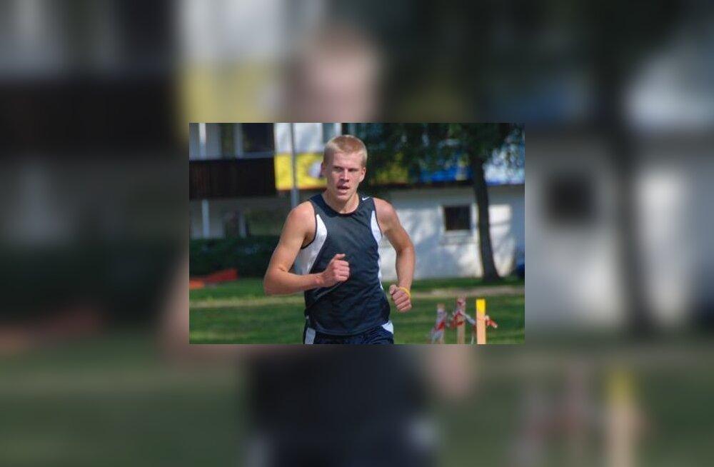 Kaur Kivistik 2011. aastal Elva järvedejooksu võitmas
