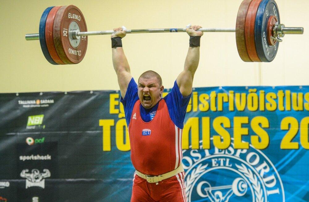 Aivar Zarubin jäi 2008. aastal dopinguproovis vahele, sest ei teadnud, kui kaua steroidid kehas püsivad. Ta on karistuse ära kandnud ja 44-aastaselt Eesti meistrivõistlustel endiselt esikolmikus.