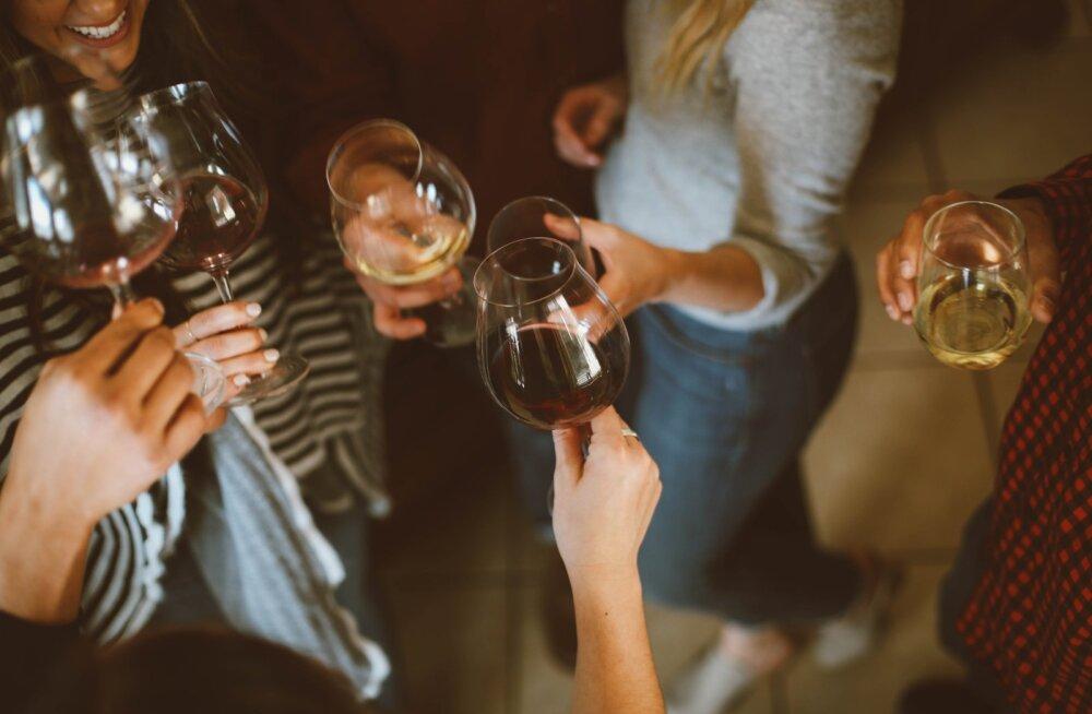 Mida klaasike või kaks veini su näonahaga tegelikult teeb? Ole valmis, sest sind ootavad ees mõned silmnähtavad muutused