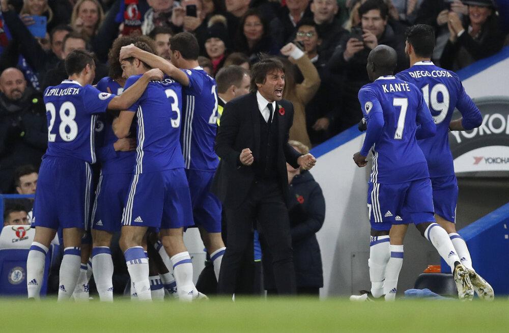 Antonio Conte juubeldab koos Chelsea mängijatega