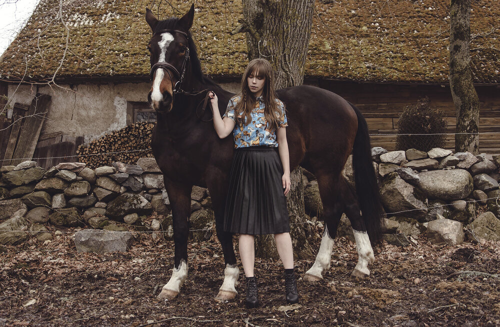 FOTOD | Disainer Perit Muuga esitleb kevadsuvist kollektsiooni hobuste saatel