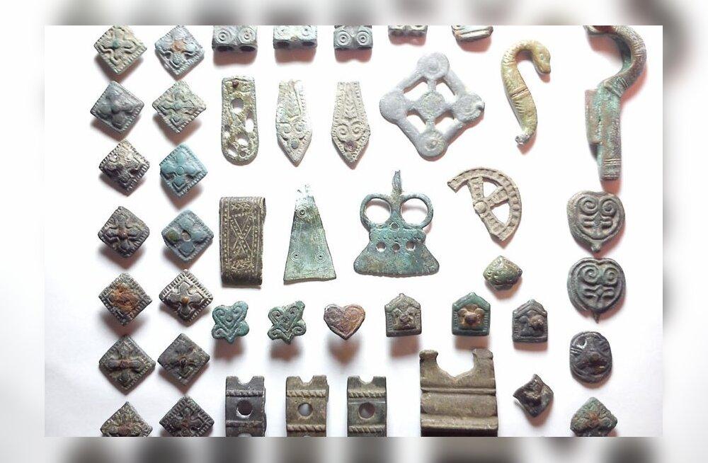 Kahtlus: oksjonikeskkonnas müüakse muinasaegsest hauast pärit röövsaaki