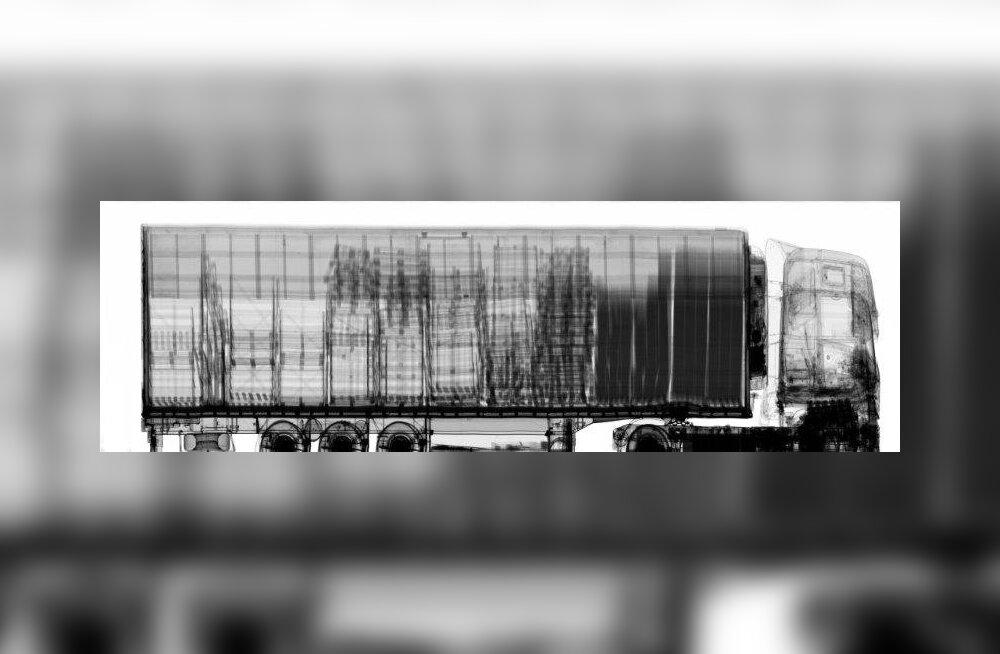 FOTO | Saksamaal võeti moodsa röntgentehnikaga vahele kaht miljonit salasigaretti vedanud Eesti veok