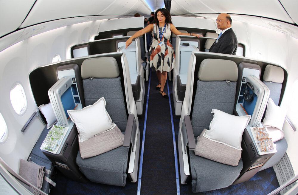 Не просите у стюардессы в самолете одеяло и подушку. Почему они сами никогда ими не пользуются?