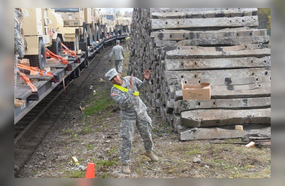 DELFI FOTOD JA VIDEO: USA sõjatehnika saabus Tapale, Saksamaale saadeti juba kasutusel olnud tehnika tagasi