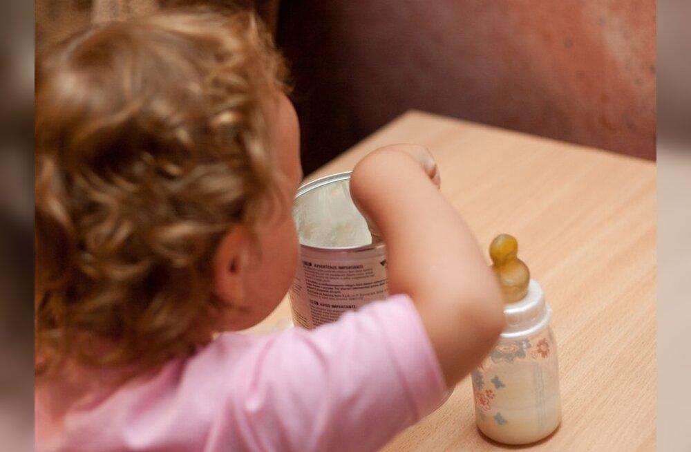 Haigekassa keeldub väikelapsele elutähtsa toitesegu eest maksmast