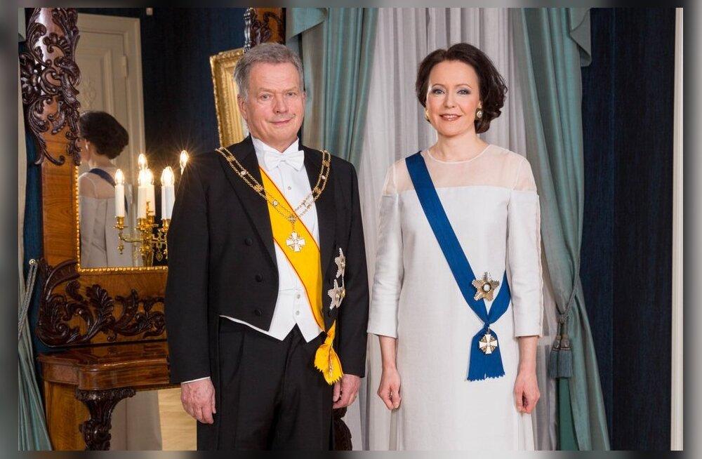 FOTOD   Soome presidendi vastuvõtu kõmuliseim kleit on esileedi kasepuust tehtud rõivas