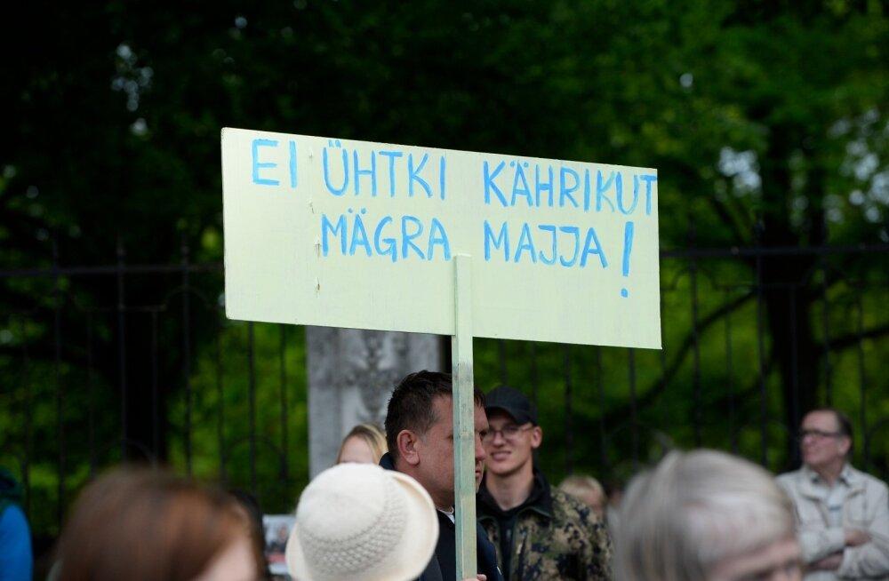 KÜSITLUS   Kas ja kuidas on Eesti peavoolumeedia kallutatud?