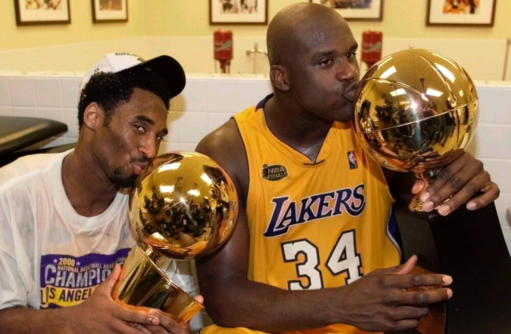 Kobe Bryant (vasakul) ja Shaquille O'Neal tähistamas NBA meistritiitli võitmist.