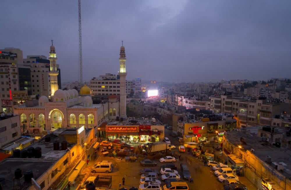 Palestiina pealinn Ramallah ootab koos ülejäänud riigiga 2017. aastalt suuri muutusi. Need tulevad, ent ilmselt vaid Palestiina siseselt, kus kaks suuremat poliitilist jõudu Hamas ja Fatah on oma ladvikut ümber sättimas. Kauaoodatud ja ostustav muutus suh