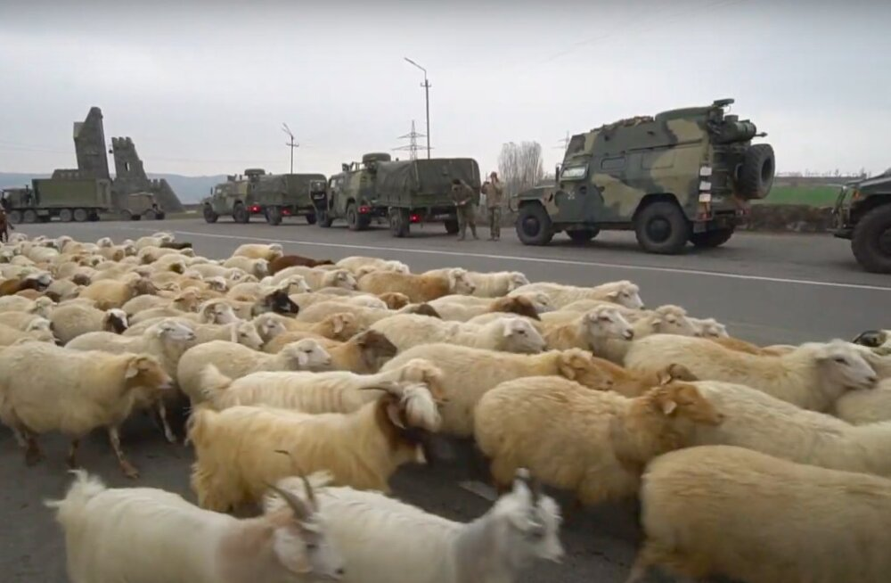 """""""Лачинский коридор"""": как живет город под контролем миротворцев"""