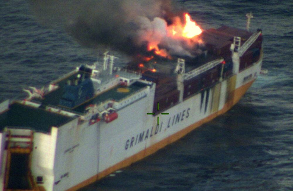 Pärast laevahukku Atlandil läheneb Prantsusmaa rannikule õlilaik