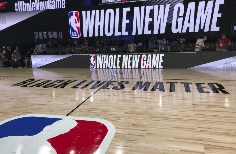 NBA meeskonnad kavatsevad hooaja esimestel mängudel hümni ajal põlvitada