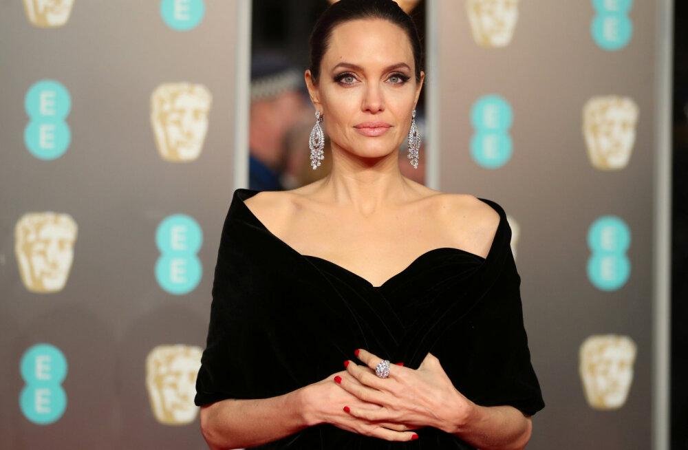 Tahad Angelina Jolie säravkaunist nahka? Vaata, millised nipid paljastas tema nahaarst