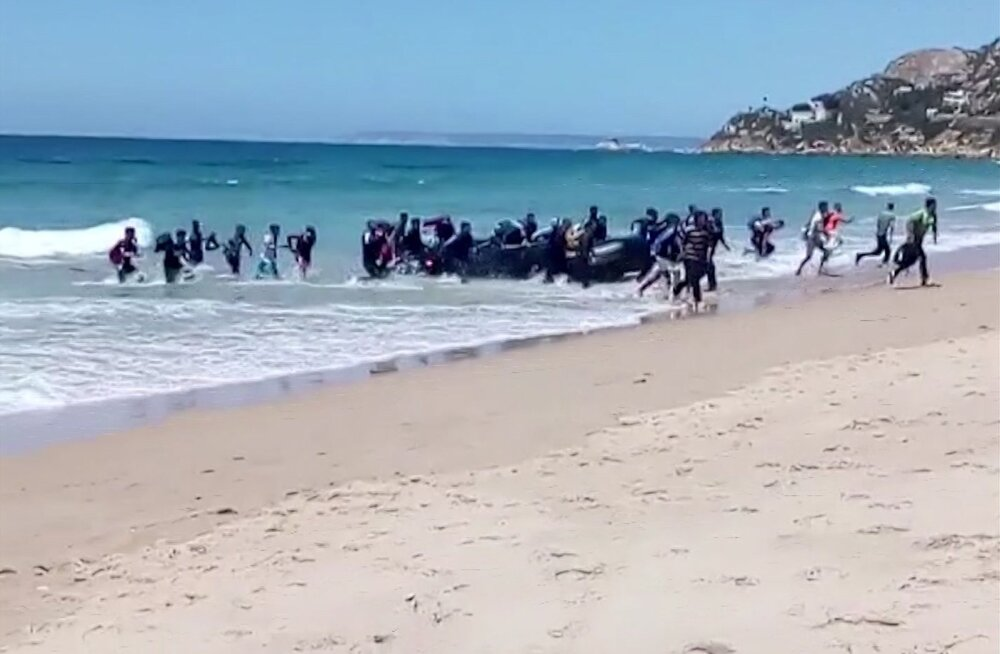 Hispaania päästis ühe päevaga 600 Gibraltari väina ületanud sisserändajat