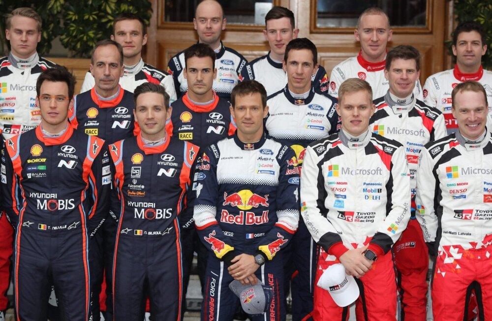 Maailma rallimeeste eliit. Ott Tänak esireas vasakult neljas, temast vasakul pool on Sebastien Ogier ja paremal Jari-Matti Latvala.