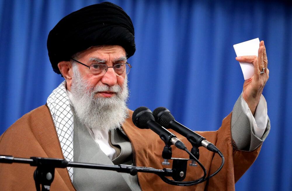 """Иран пообещал США """"жестокую месть"""" и """"сокрушительный ответ"""" на убийство Сулеймани"""