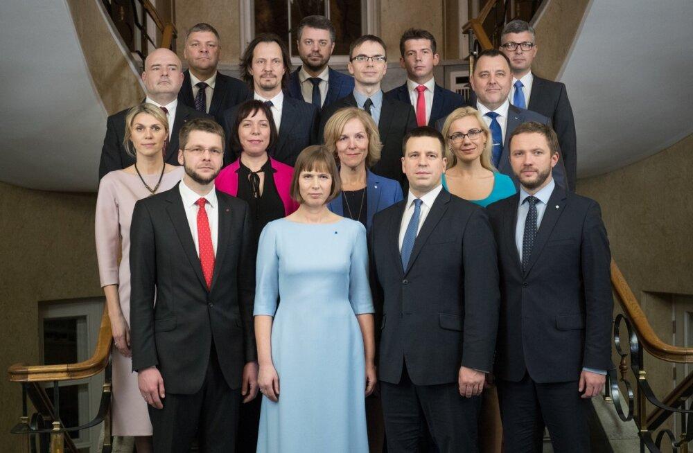 President nimetas Kadriorus uue valitsuse ametisse