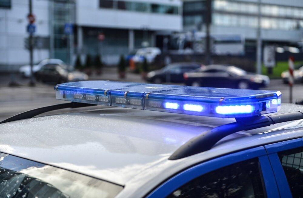 Teismelised sõidavad Viimsi vahel omapäi autodega, juhtunud on ka üks avarii