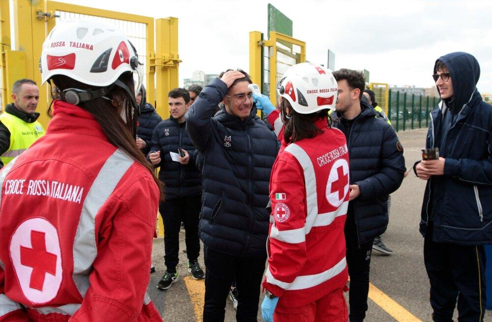 Itaalia jalgpallifännid enam staadionile ei pääse. Nüüd tuleb kohtumisi vaadata telekast.