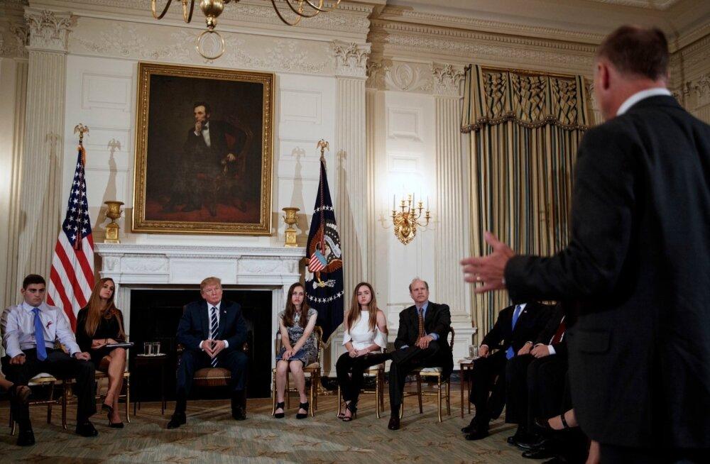 Trump avaldas toetust õpetajate relvastamisele koolitulistamiste peatamiseks