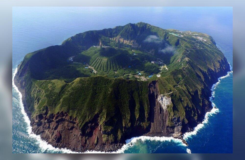 Aogashima – inimesed elavad saarel tegevvulkaani kraatris