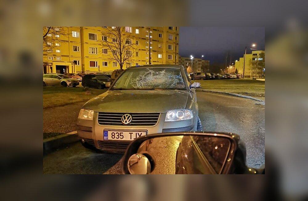 FOTO | Tartus peksti autode esiklaase ja küljepeegleid