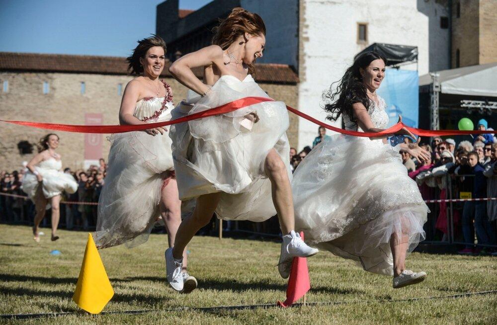Põgenenud pruutide jooks 2016 Narvas
