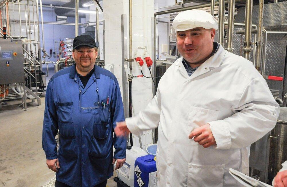 Farmi Piimatööstuse uue pakendiliini avamine. Pildil paremal ettevõtte juht Valdis Noppel.