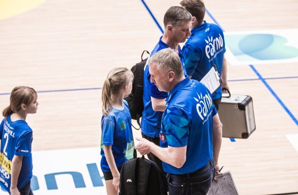 Võrkpalli finaalseeria Tartu Bigbank - Pärnu, treenerid Ojamets ja Keel