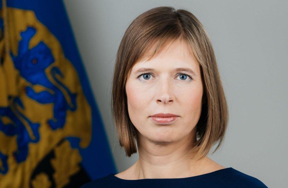 AMETLIK FOTO: see foto president Kersti Kaljulaidist hakkab rippuma ametiasutuste seintel aukohal