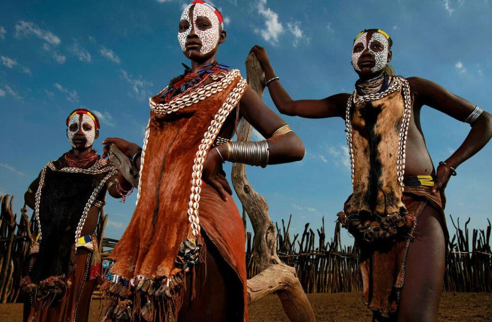 ФОТО: Шокирующая Африка. Дикие племена, рог носорога и автомат калашникова