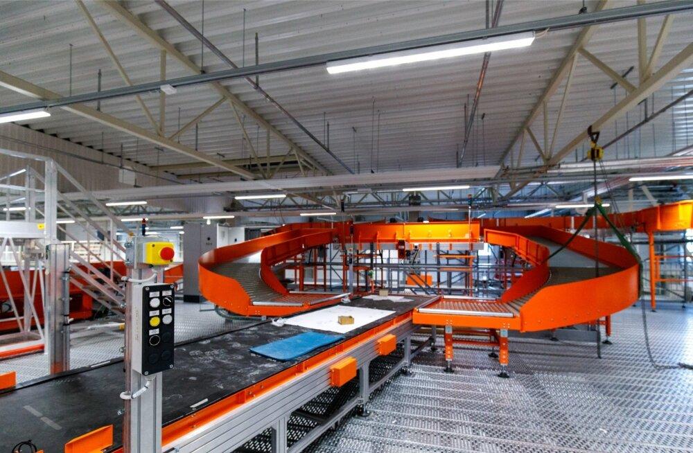 Omniva uus logistikakeskus, kus sorteeritakse muuhulgas ka e-poodidest ostetud pakid.