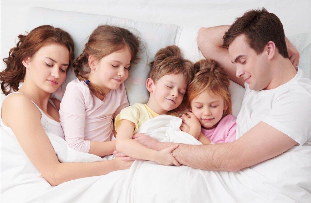 KUULA | Mis saab peresuhetest siis, kui lapse ema ja isa lähevad lahku… ja alguse saab kärgpere?