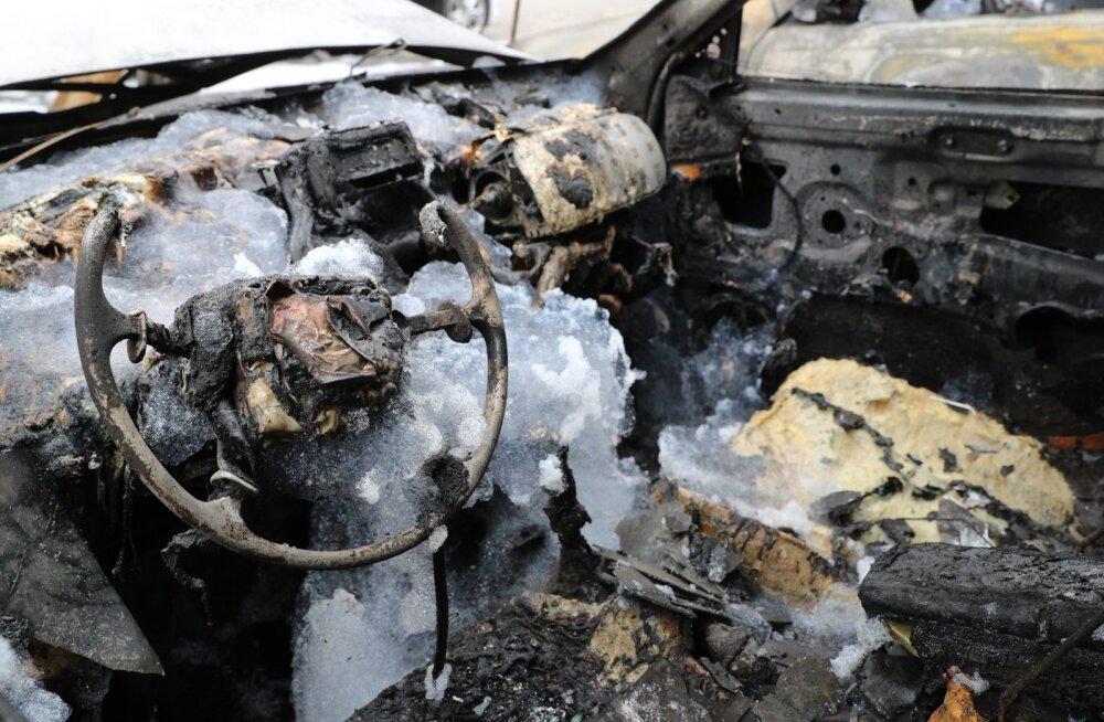 ГЛАВНОЕ ЗА ДЕНЬ: Возгорание автомобилей в Ыйсмяэ и рекордное заполнение миграционной квоты