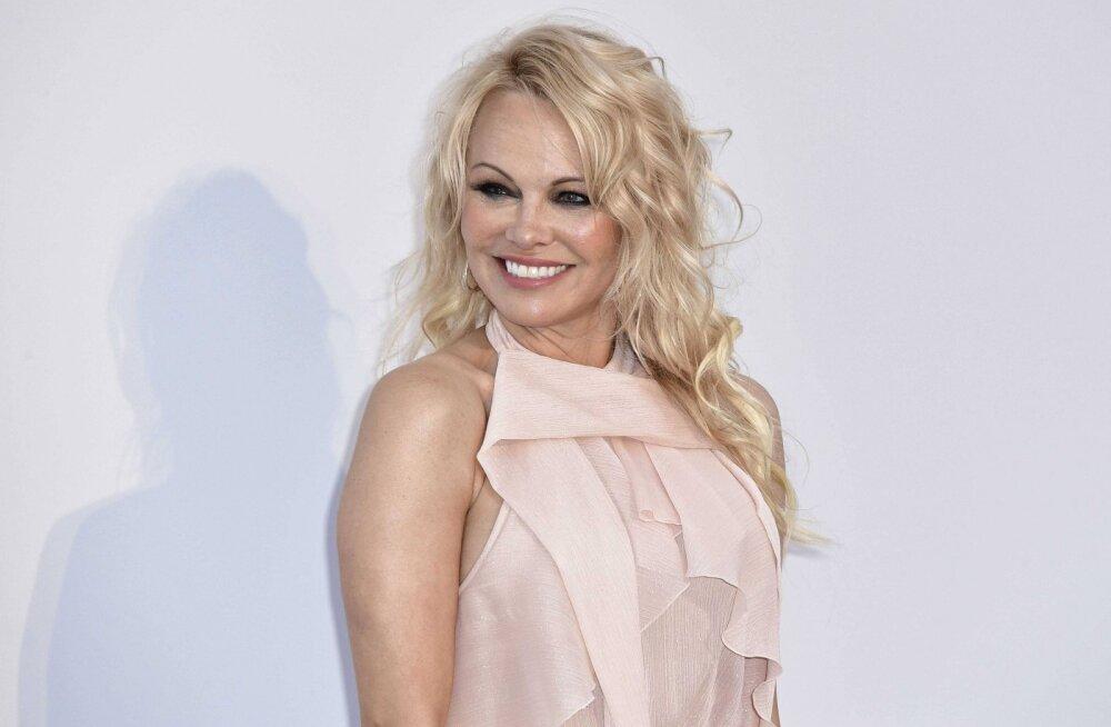 KUUM KLÕPS | Pamela Anderson tähistas oma sünnipäeva vallatu fotoga