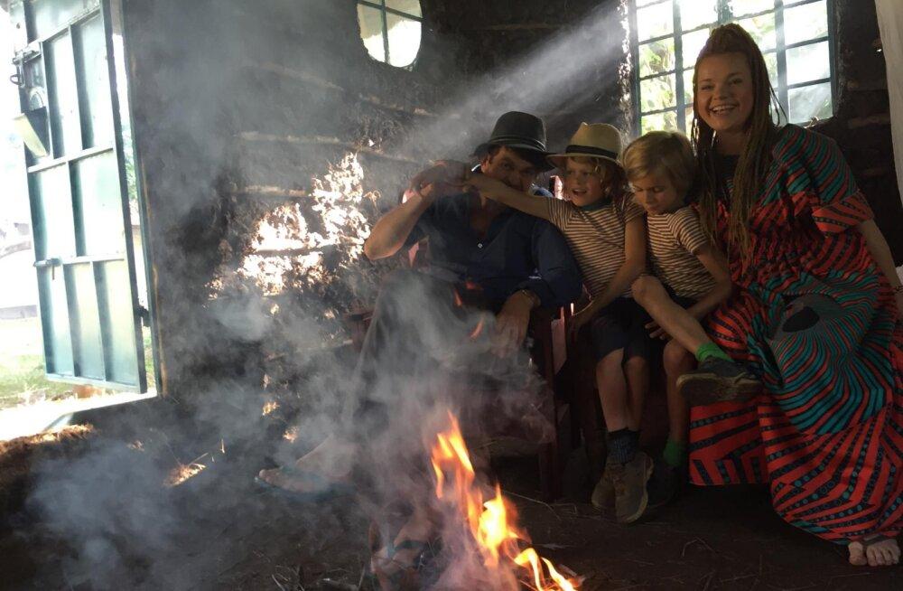 VIDEO | Vaata, kus võttis Tuuli Roosma pere vastu uue aasta ja milliseid õudusi nad seal sööma pidid!