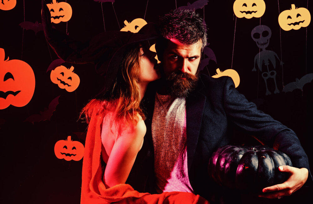 Kui sa Halloweeniks suuri plaane teinud ei ole, siis ehk võtate kallimaga ette hoopis selle vürtsika sekspoosi?