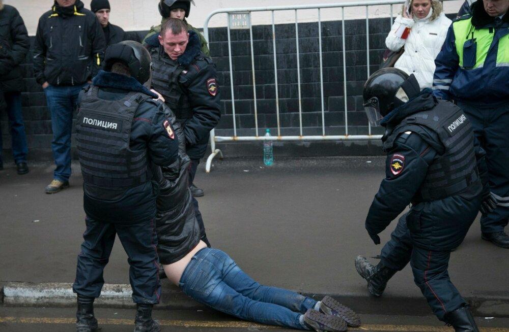 Ajaleht: Venemaa regioonides moodustatakse rahva meeleolu jälgimise ja protestidele reageerimise struktuure