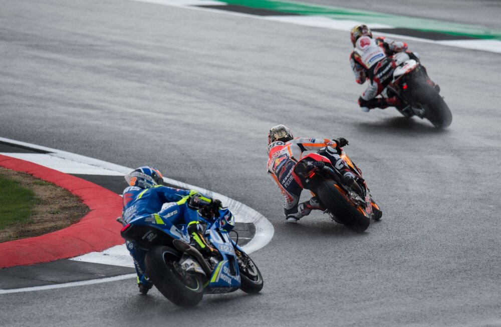 MotoGP Suurbritannia etapi start toodi vihma kartuses 90 minutit varasemaks