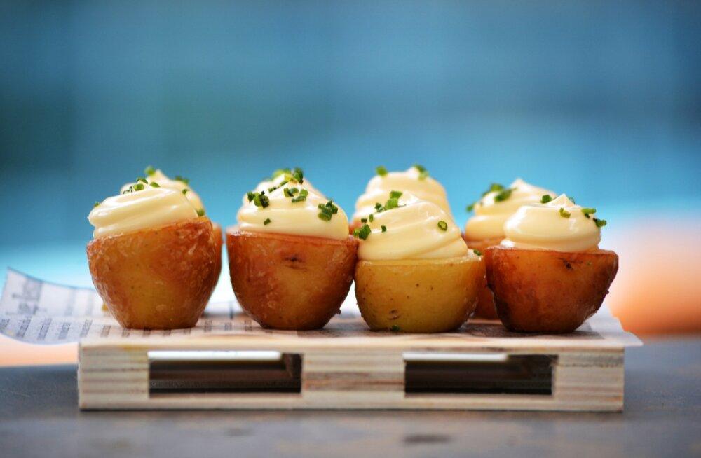 Быстро и вкусно: картофельные лодочки с беконом и сыром
