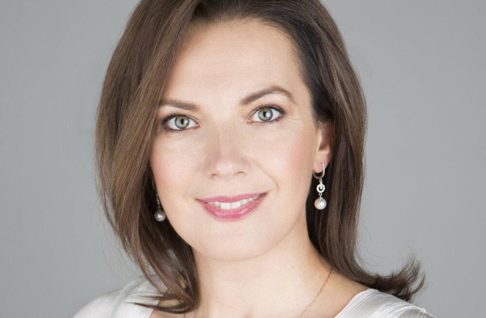 Эвелина Ведом, искусствовед
