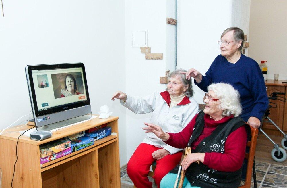 Sihtasutus Saaremaa Arenduskeskus ja Elion on kaks aastat koostööd teinud, et valmiks uus peamiselt vanuritele ja puuetega inimestele mõeldud interaktiivne suhtluskeskkond. Saaremaa memmed proovivad uut vestluskanalit meeleldi.