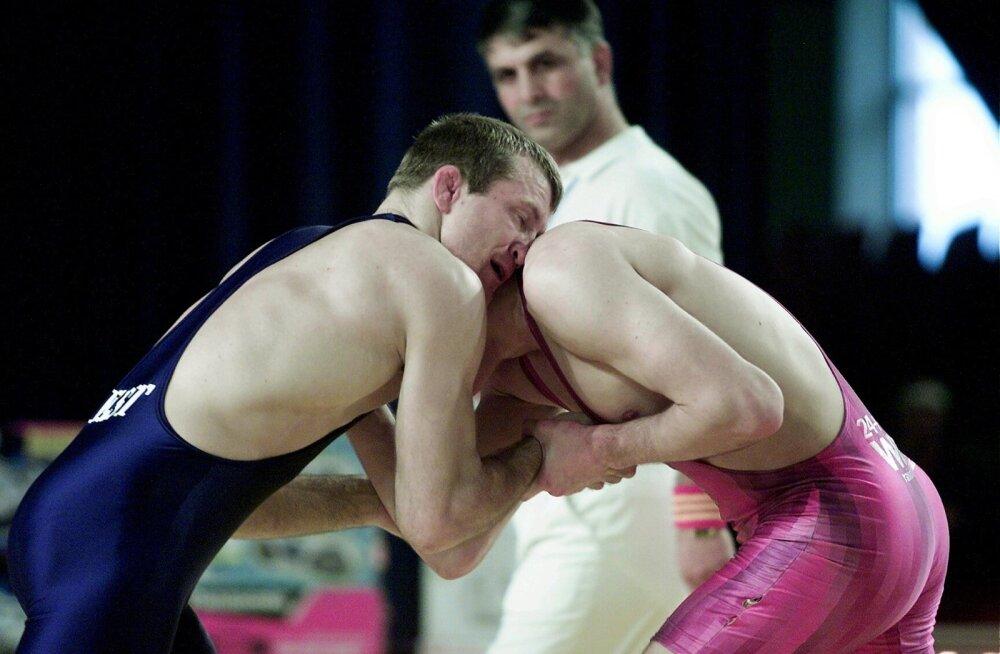 Valeri Nikitin (vasakul) oma karjääri tippajal. Nikitini kõrvad iseloomustavad maadlejaid hästi.