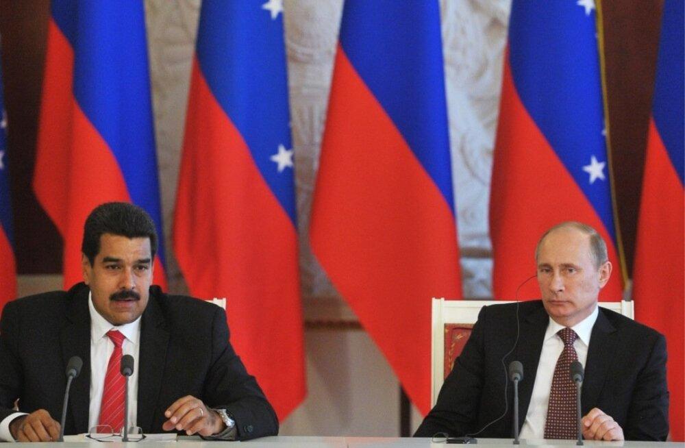 Venemaa president Vladimir Putin (paremalt) ja Venezuela president Nicolás Maduro Kremlis.