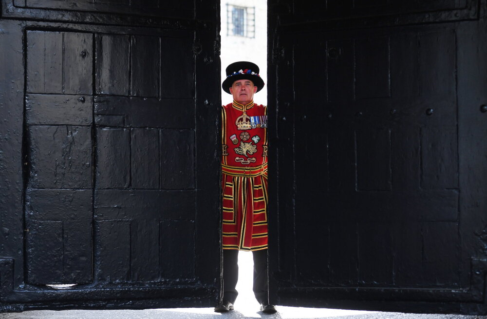 Лондонский Тауэр впервые за 500 лет начал увольнять стражников
