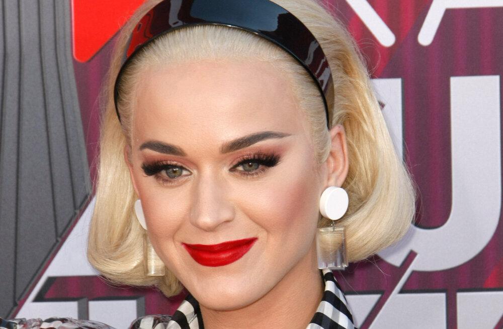 Katy Perry kavatseb kirjutada oma elust raamatut: juttu tuleb nii vihavaenust Taylor Swiftiga kui ka abielust Russell Brandiga